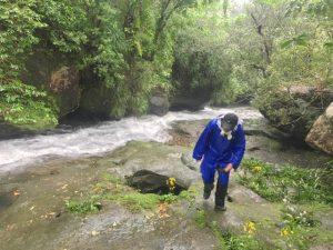 ユツンの滝はYouTubeで、西表島。